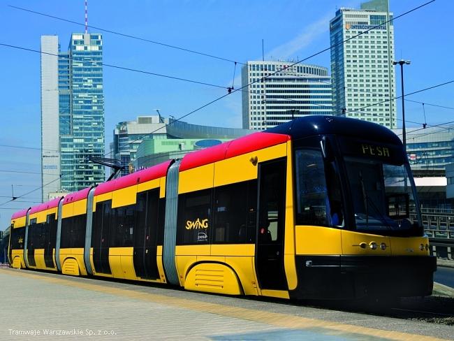 Расписание с указанием маршрутов находится на каждой остановке, указано время приезда автобуса или трамвая, а.